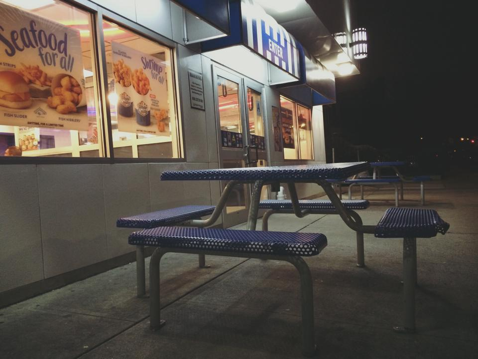 al fresco dining go white castle