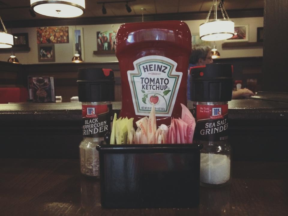 ketchup salt pepper tgi fridays